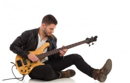 Bass và Guitar điện khác nhau thế nào và cái nào tốt hơn cho bạn?