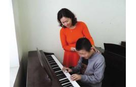 Học đàn piano một hướng đi giúp chữa bệnh tự kỷ cho trẻ