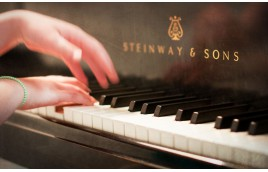 Những câu chuyện về piano ấm lòng nhất năm 2020