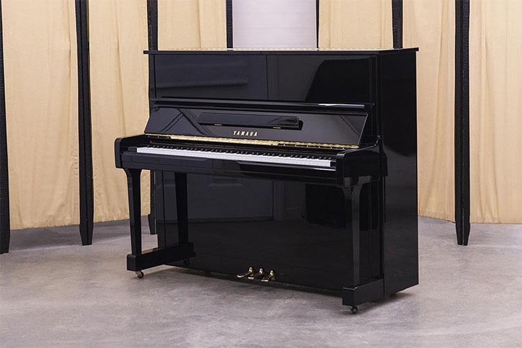Đàn Piano yamaha u10a có thiết kế đẹp mắt