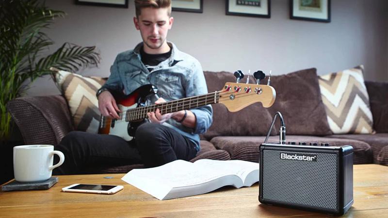 FLY 3 Bass cũng được tích hợp giắc MP3 / LINE IN
