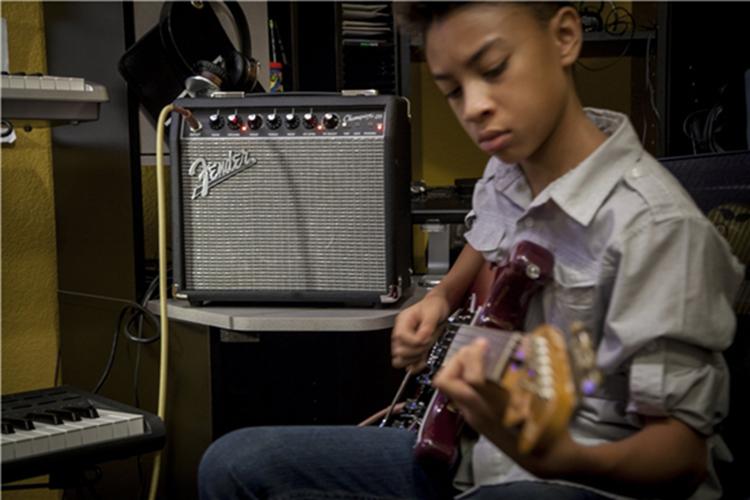 Fender Champion 20 230V EU có nhiều hiệu ứng