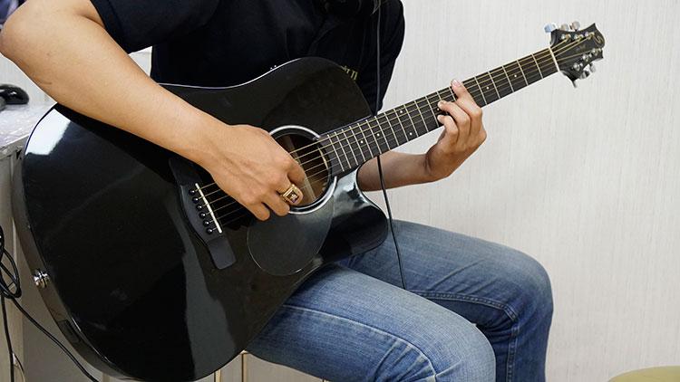 Đàn Guitar Greg Bennet D-1CE BK có thiết kế đẹp mắt