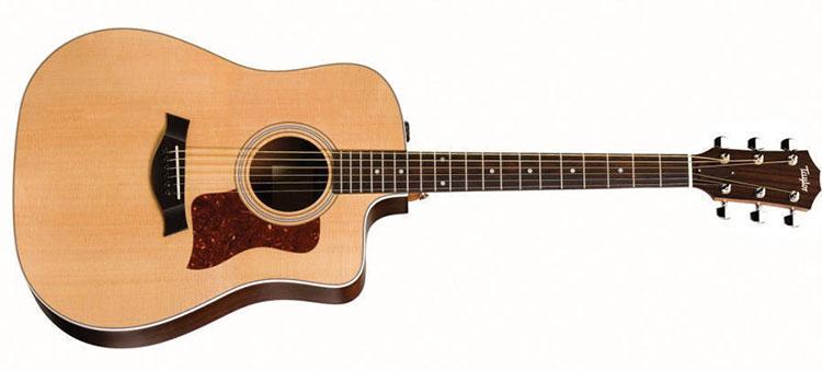 Mặt đàn guitar Taylor 210CE được làm bằng gỗ Sitka Spruce
