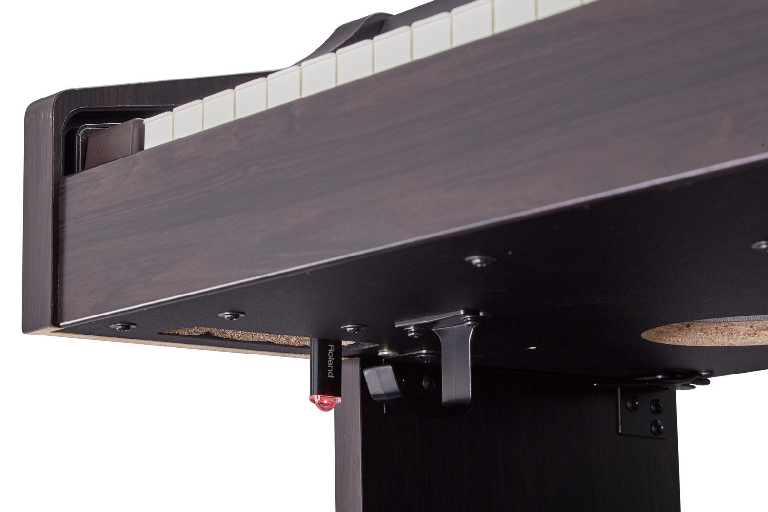 Đàn điện tử Roland RP-302 có trang bị hỗ trợ kết nối USB Computer