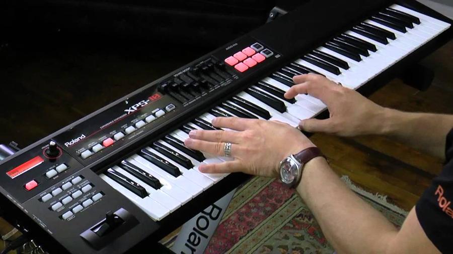 Đàn Organ Roland XPS-10 có thiết kế nhỏ gọn
