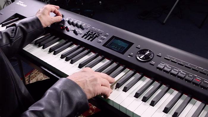 Roland RD-800 tích hợp hàng loạt các mẫu âm của nhiều cây đàn acc-piano