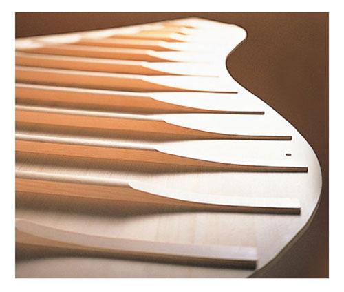 Bản cộng hưởng được làm bằng gỗ vân sam nguyên tấm gọt thon