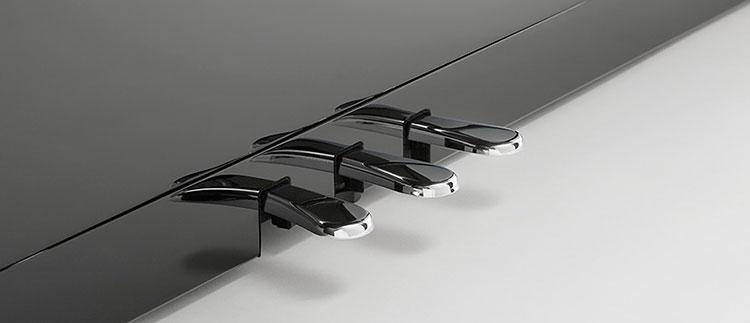 Hệ thống pedal CS11 được thiết kế giống pedal của Piano Grand